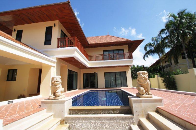 2 Bedroom Bang Saray Beach Villa, holiday rental in Sattahip