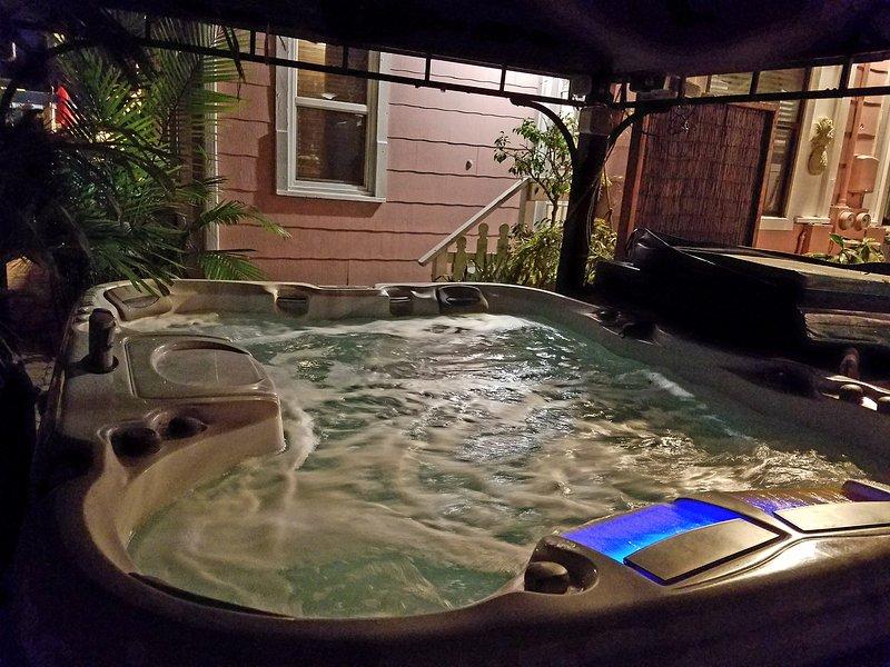 Bañera de hidromasaje incluida en la reserva.