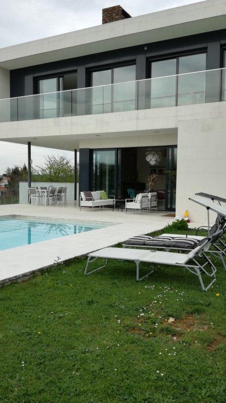 preciosa casa diseño para familias, vacation rental in Pola de Siero