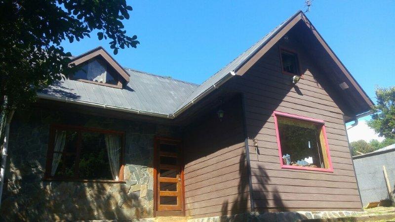 Se arrienda casa totalmente equipada con capacidad de 8 personas., vacation rental in Niebla