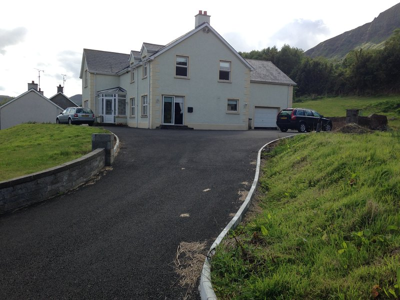 Applewood Heights a very spacious family getaway in Glenariffe/Waterfoot BT440RQ, holiday rental in Glenariffe