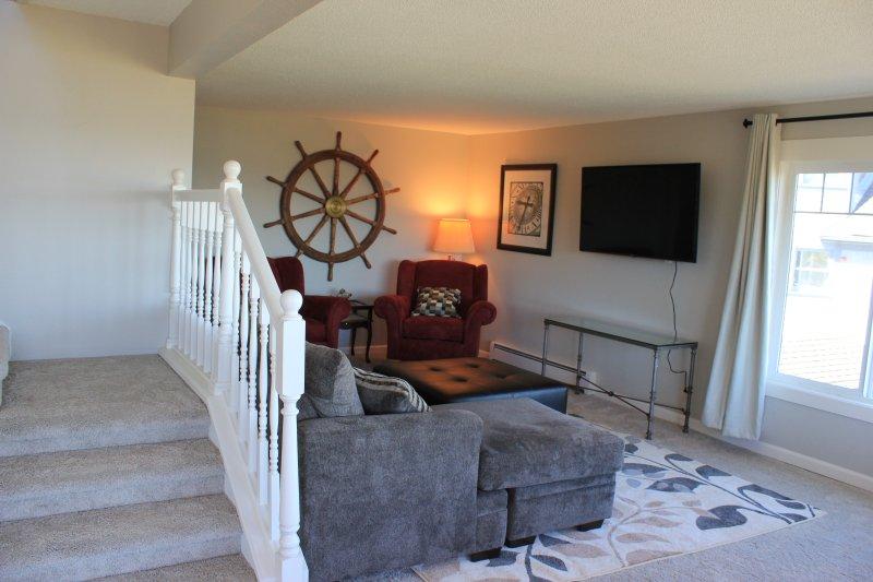Woonkamer voor TV, ontspannen, lezen of opknoping uit met familie en vrienden. Nieuw tapijt.