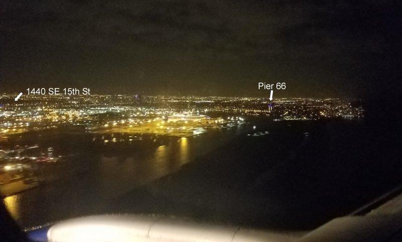 Nachtansicht der Landung auf FLL. (Aufnahme aus dem Flugzeug.)