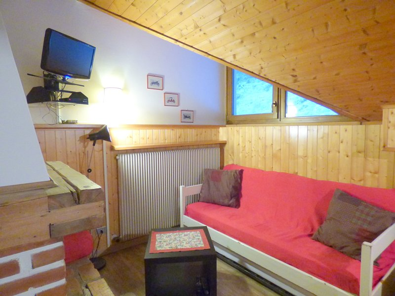 Central Canazei Ski APT 'C' - Perfect Location, vacation rental in Canazei