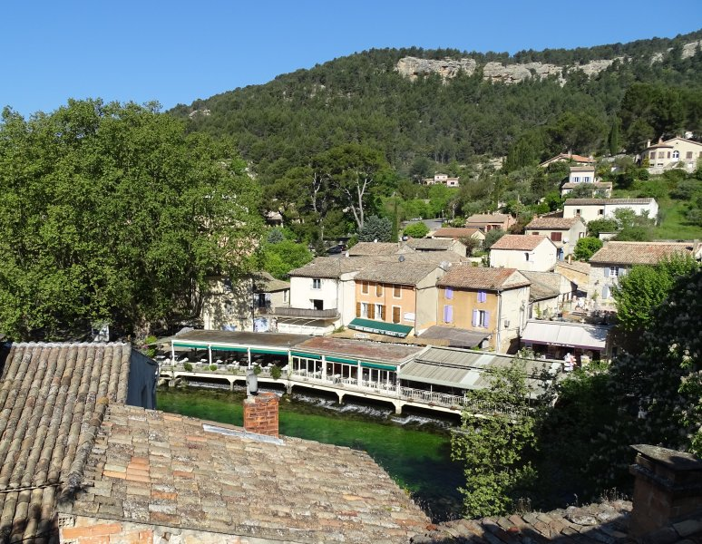 Haven of Peace, Magnificent Views, Artist's Paradise, holiday rental in Fontaine de Vaucluse