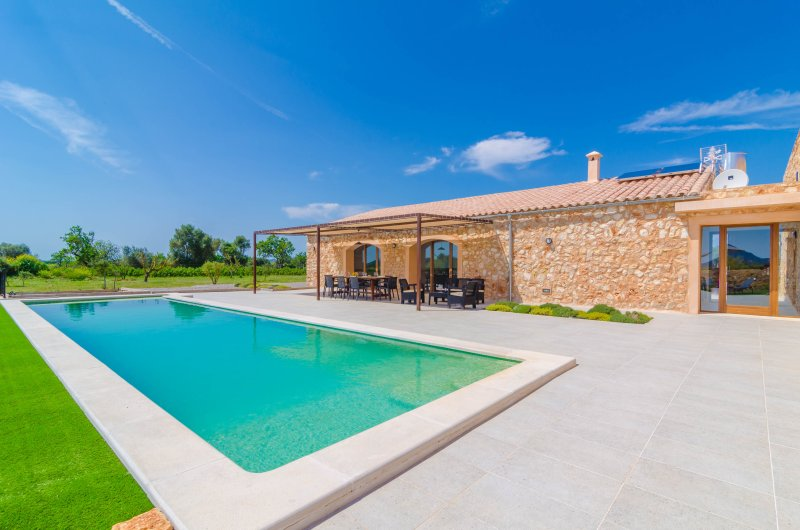 CAN GUSTI - Villa for 8 people in MANACOR, holiday rental in Felanitx