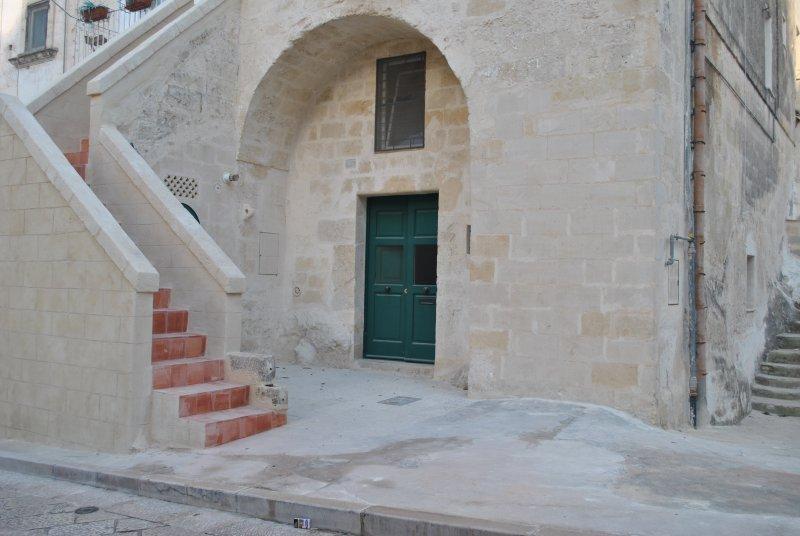 DOMUS ALBA (Lamione nel sasso caveoso), holiday rental in Laterza