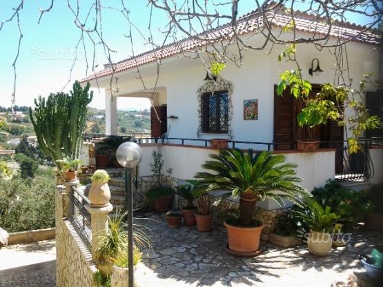 splendida villa con giardino, vacation rental in Alcamo Marina