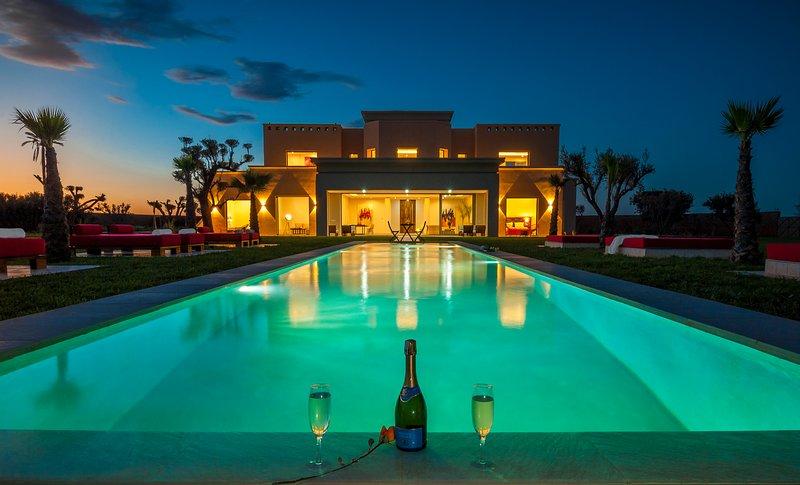 Villa De Luxe 750m2 Avec Piscine Privee Et Personnel De Maison