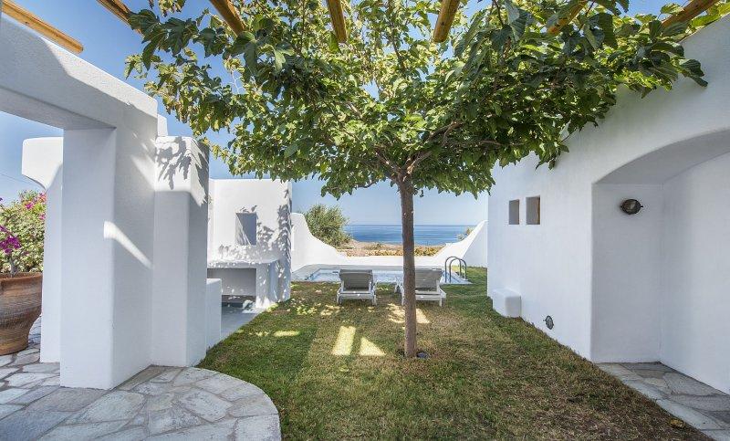 Vorias Villa, 1 bedroom with private pool, sea view, and free car rental, location de vacances à Vourvoulos