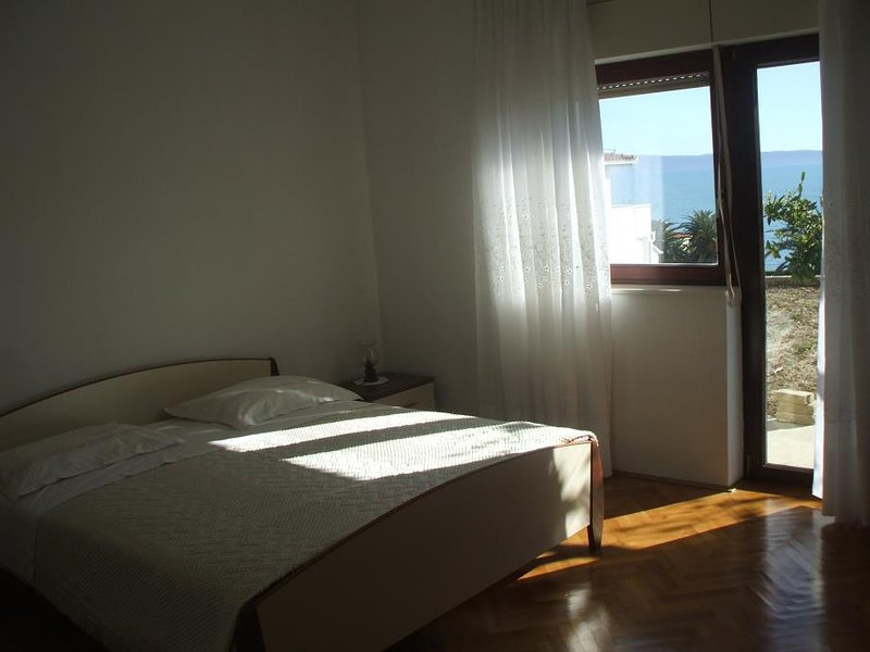 A2(6+2): bedroom