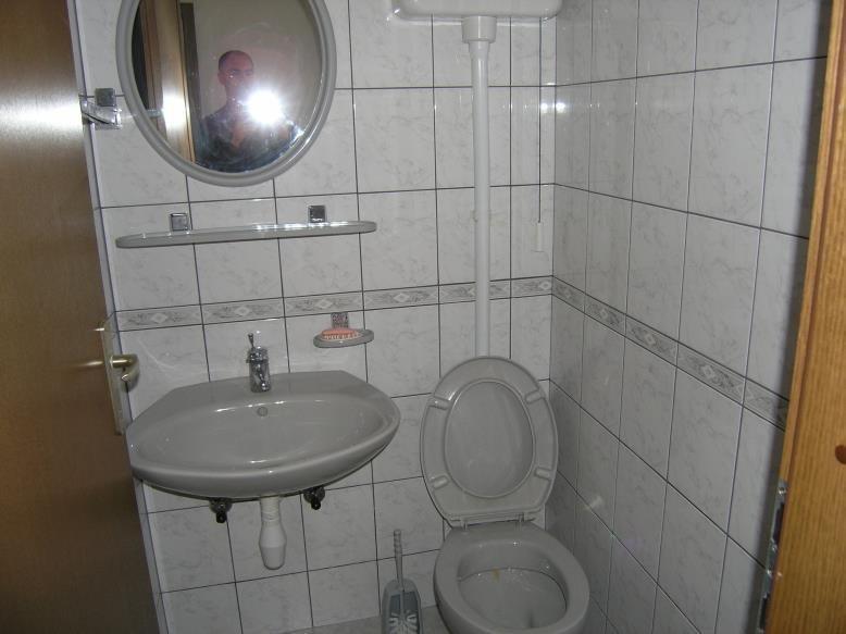 A2(6+2): toilet