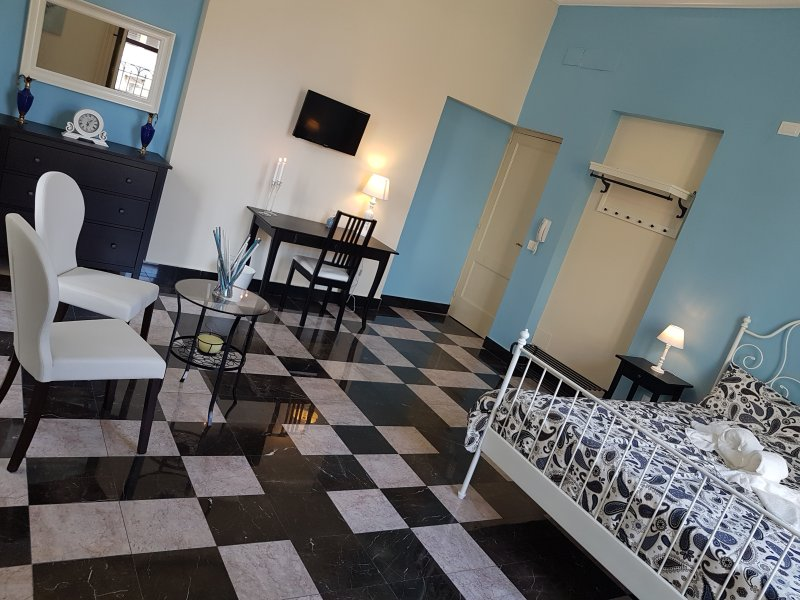 Bed and Breakfast Central Suites, holiday rental in Catania