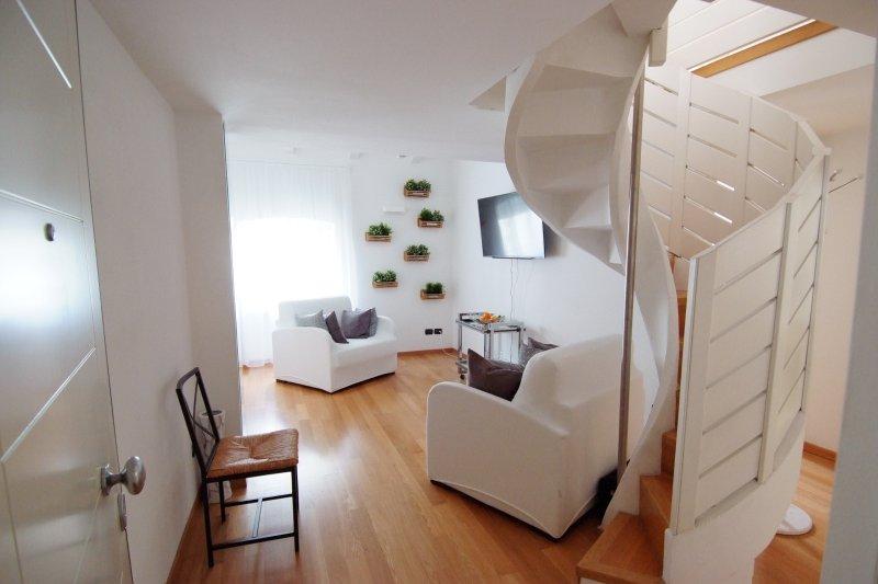 White Residence Apartment, alquiler vacacional en Riva Del Garda