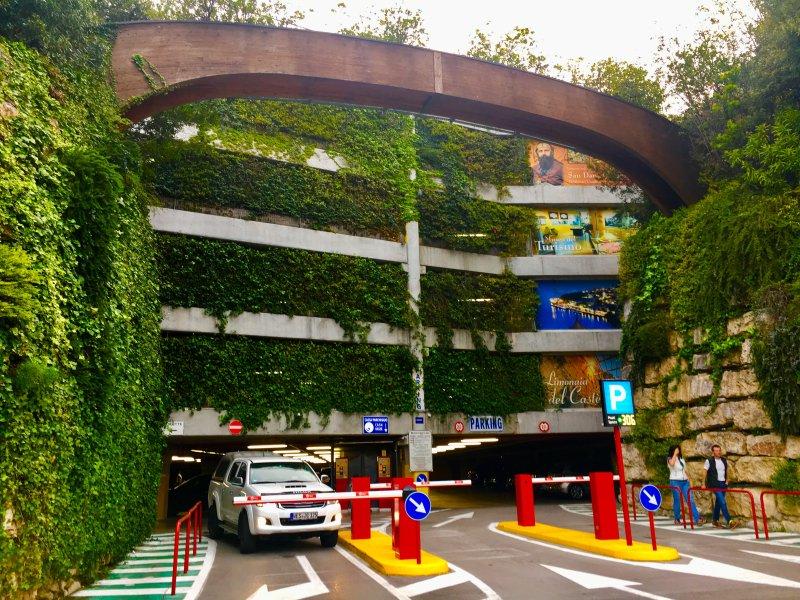 entrada del aparcamiento