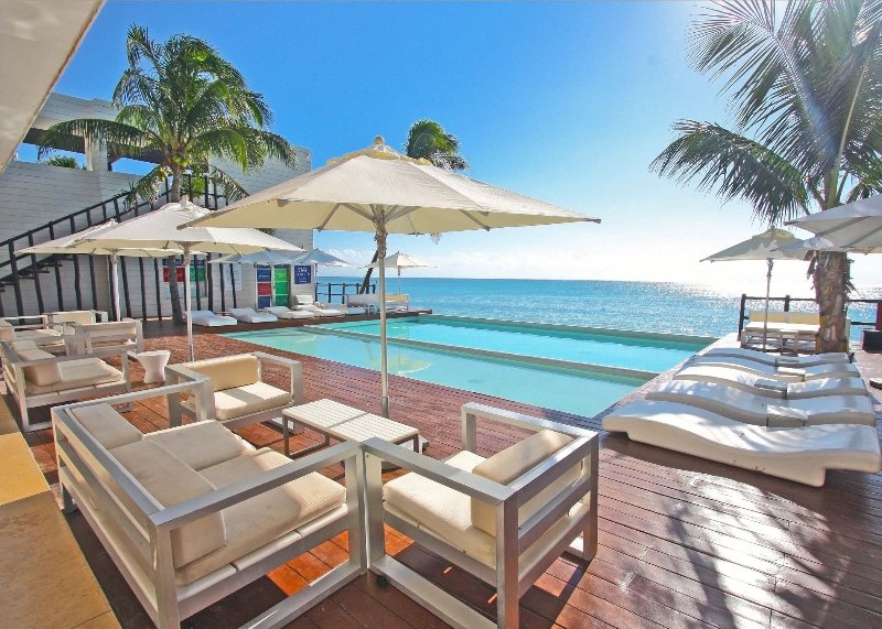 Angrenzend Groß Coral Beach Club