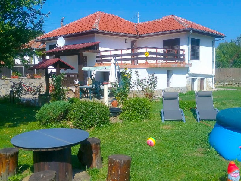Three bedroom house with garden,near Veliko Tarnovo, location de vacances à Mindya