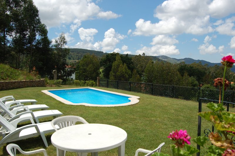 Casa do Monte - with private pool and garden, vacation rental in Viana do Castelo District