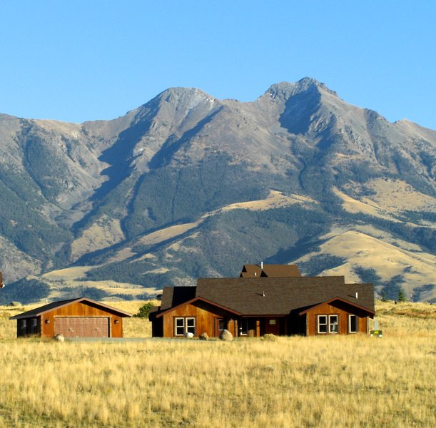 Yellowstone Rustic Ranch house, Emigrant Peak in background