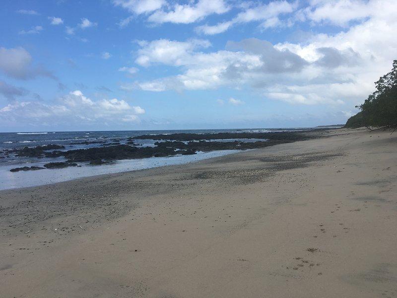 Playa Lagartillo a sólo cinco minutos a pie de la casa