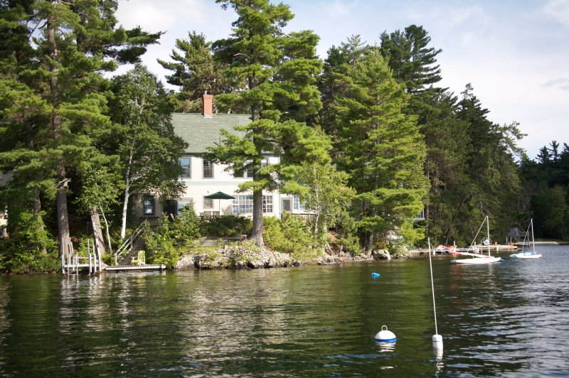 Lakefront home with private dock on Great East Lake - Smoke Free, holiday rental in Wakefield