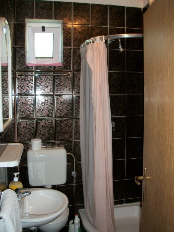 A1 (3): salle de bain avec toilette