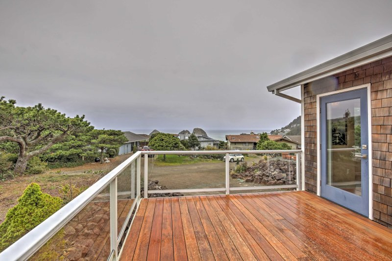Admire vistas deslumbrantes do oceano a partir do seu terraço privado.