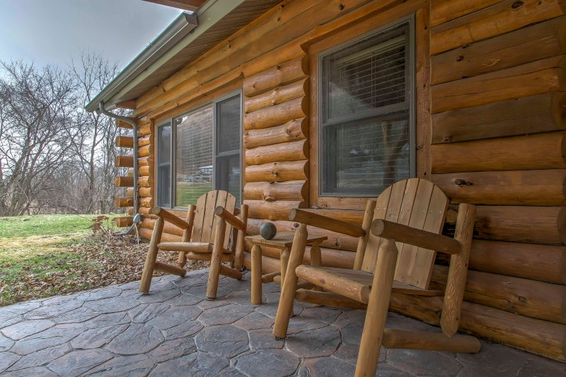 Cabin w/Deck by River: Treehouse Masters Visited, vacation rental in New Albin