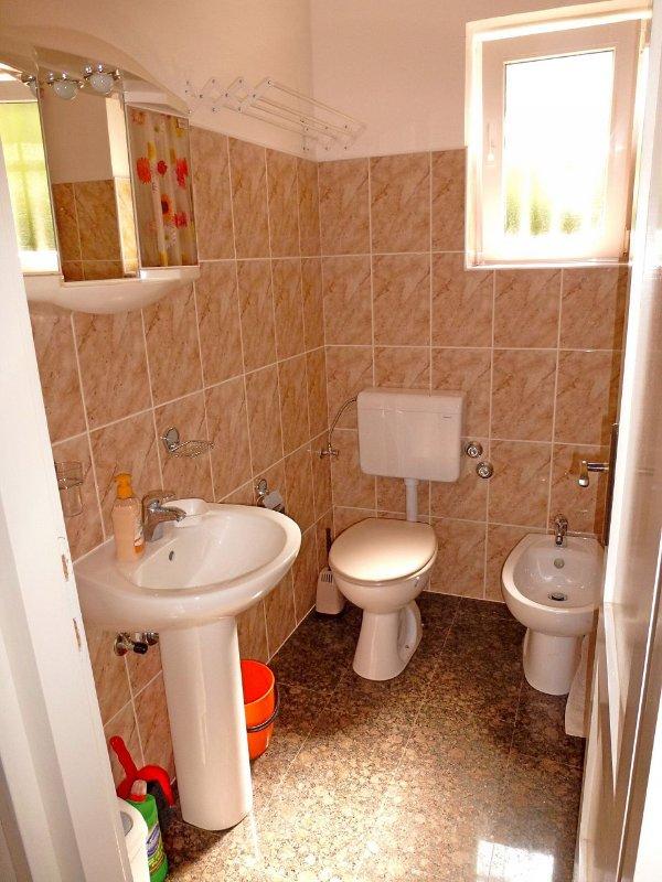 A1 (2): Bad mit WC
