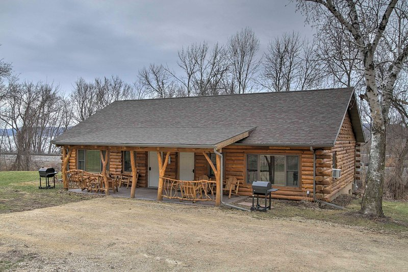 Treehouse Masters Stayed at This Cabin w/ Deck!, vacation rental in New Albin