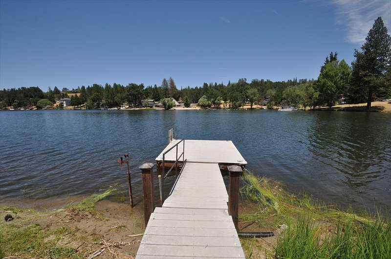 Private dock. Pine Mountain Lake Lakefront Sierra Lakeshore Escape Unit 4 Lot 109. All images are copyrighted and the sole property of Yosemite Region Resorts, ALL RIGHTS RESERVED.