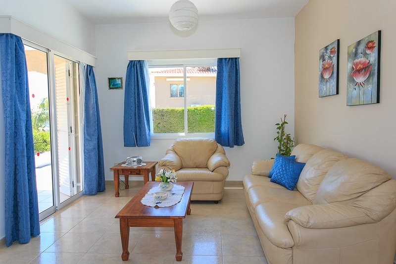Living room with WiFi, TV, DVD player and terrace access