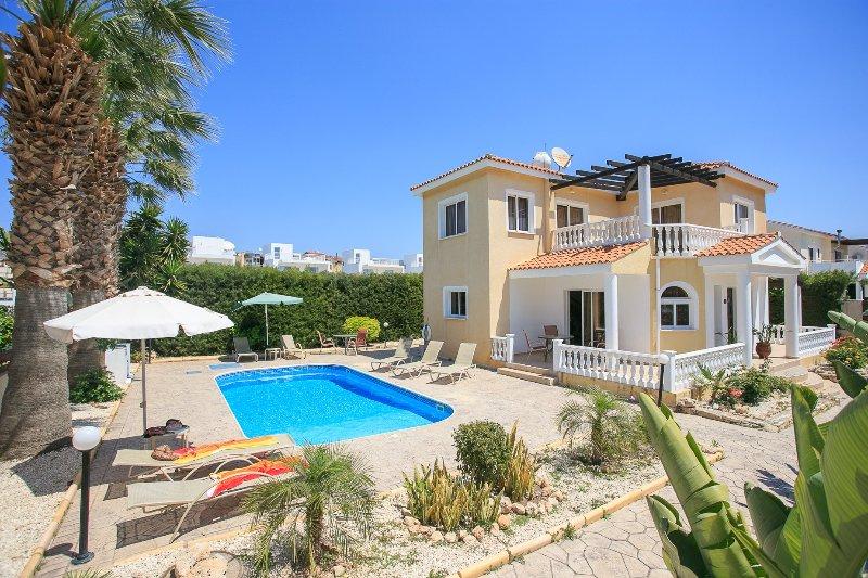 Villa bonita com piscina privada e terraço