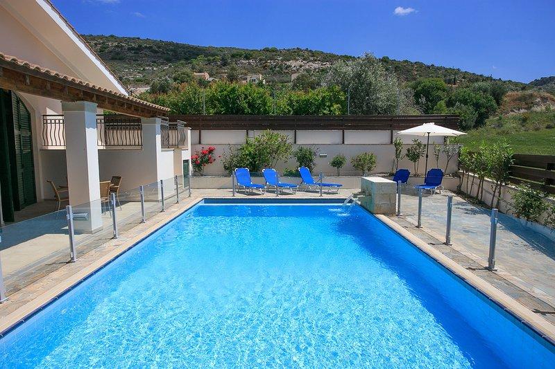 piscina privada com terraço