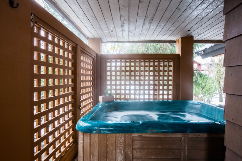 Recently Renovated - Private Hot Tub - Village N Chalet in Whistler