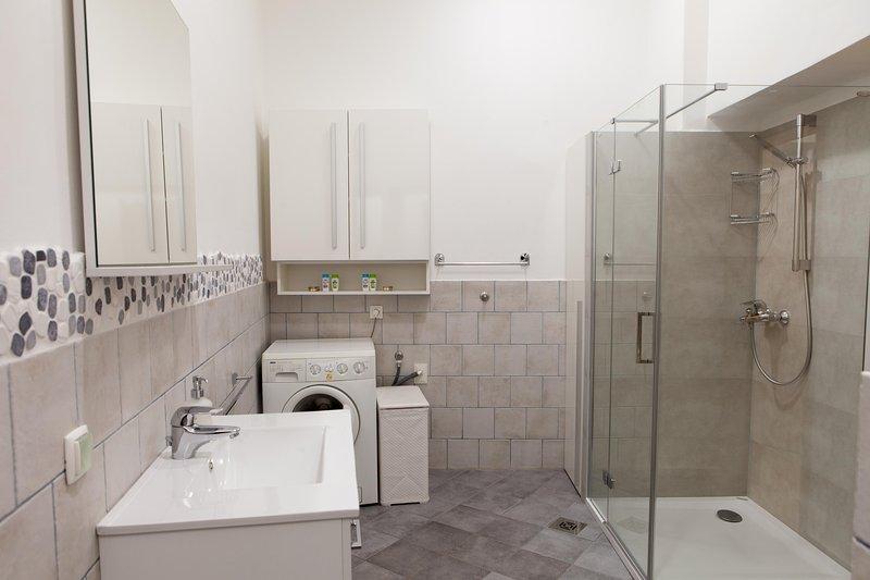 Apartment VIKTORIJA - bathroom with a shower and washing machine