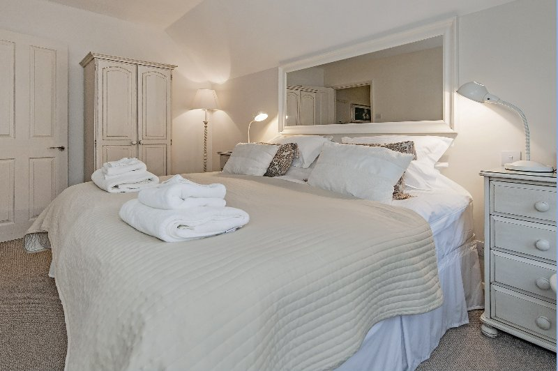 The large super king size bed in the master bedroom offers the perfect night's sleep.