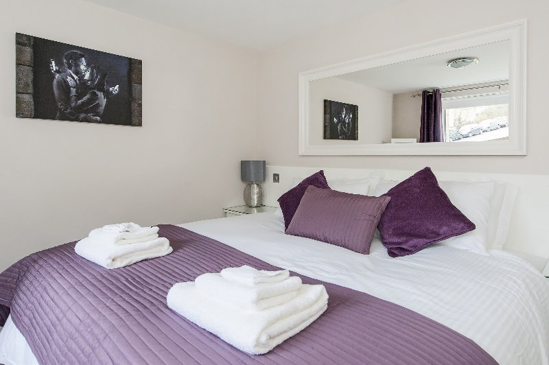 Hedgemead Court's master bedroom is contemporary, modern and ultra comfortable.