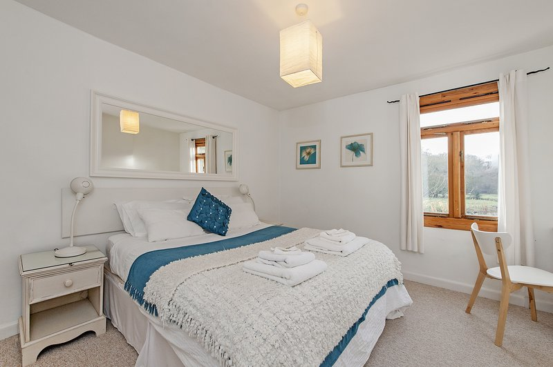 The large master bedroom has a cosy 1200 pocket spring king size bed.