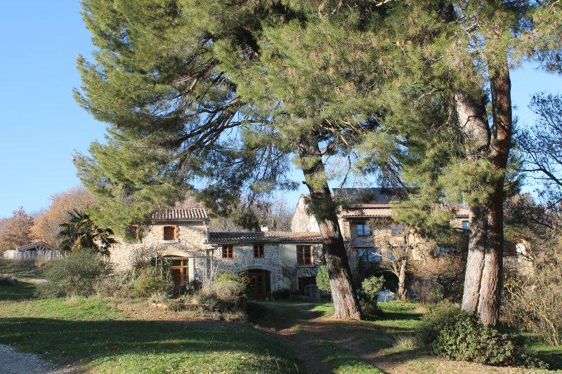 Gîte rural de Bergnes à l'ombre des grands pins, vacation rental in Serres