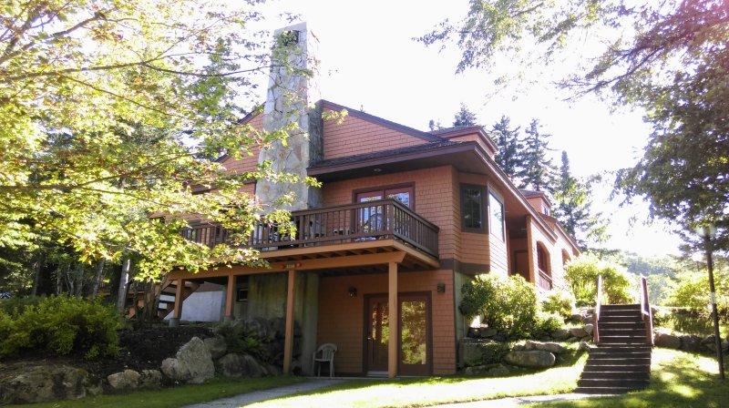 Bienvenido a Bosque Cottage. Un retiro de verano le espera. Los días cálidos y noches de montaña enfrían ....