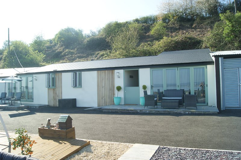 The Outlook at Underwood Farm with fantastic view and own private Hot Tub, holiday rental in Llandogo