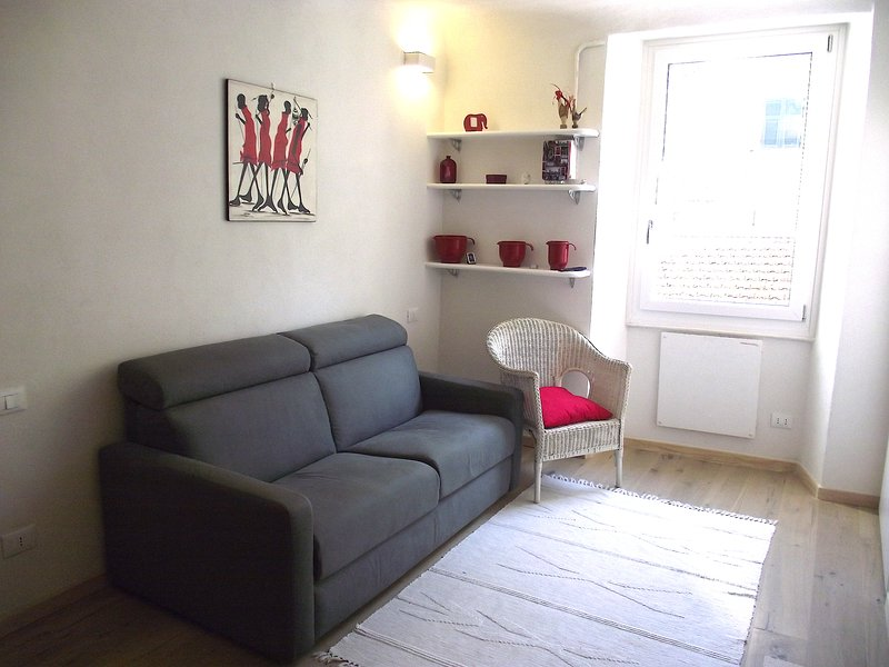 Small bright studio, perfect for couples. Very central Via Cavour in Lerici