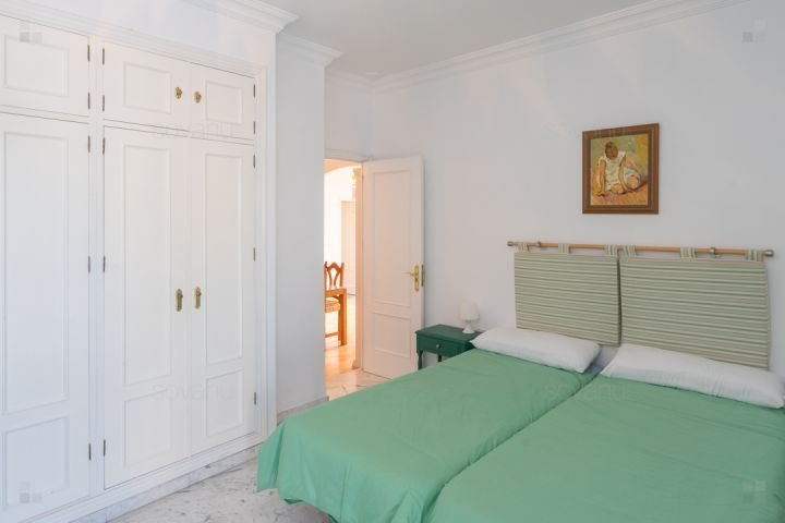 green bedroom, four-seater