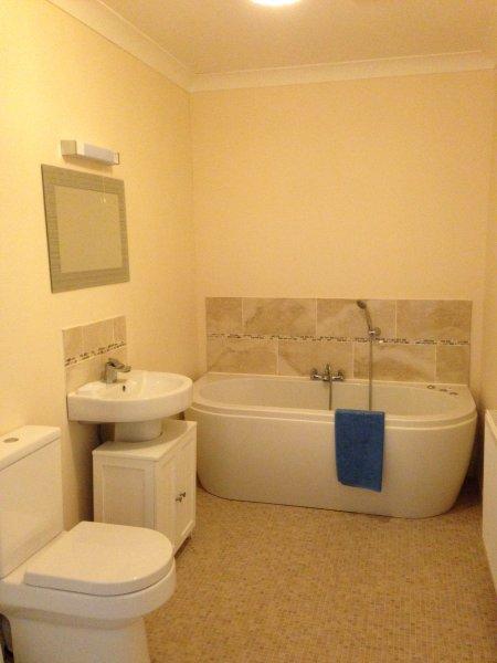 Familie badkamer met jacuzzi en inloopdouche