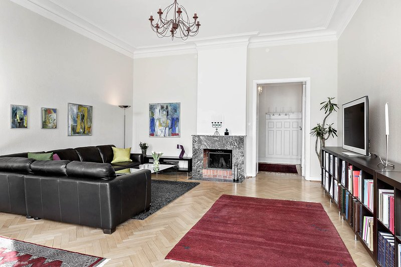 Luxurious Castle-Like Apartment in Central Gavle – semesterbostad i Bergby