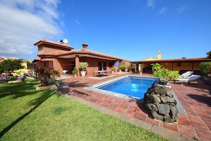 Villa Alina - private pool (heatable), BBQ, wifi – semesterbostad i Puerto de la Cruz