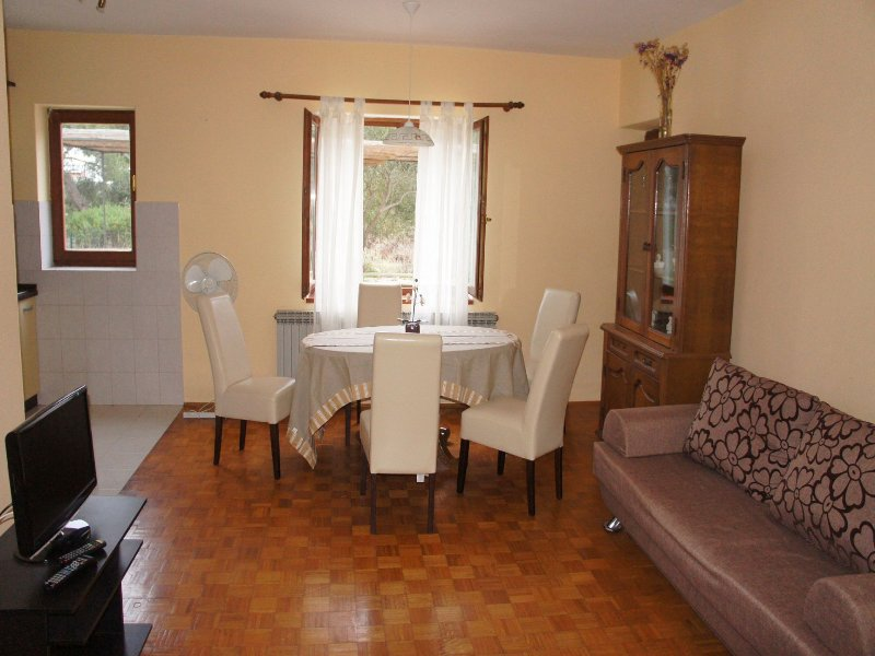A2(2+2): dining room