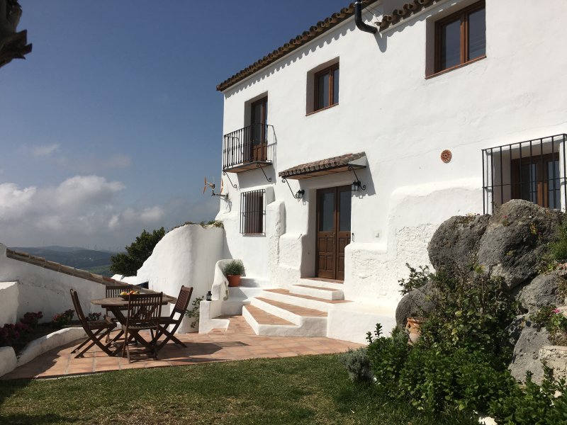 Espectacular casa andaluza con jardín en Casares, Costa del Sol, Málaga – semesterbostad i Casares