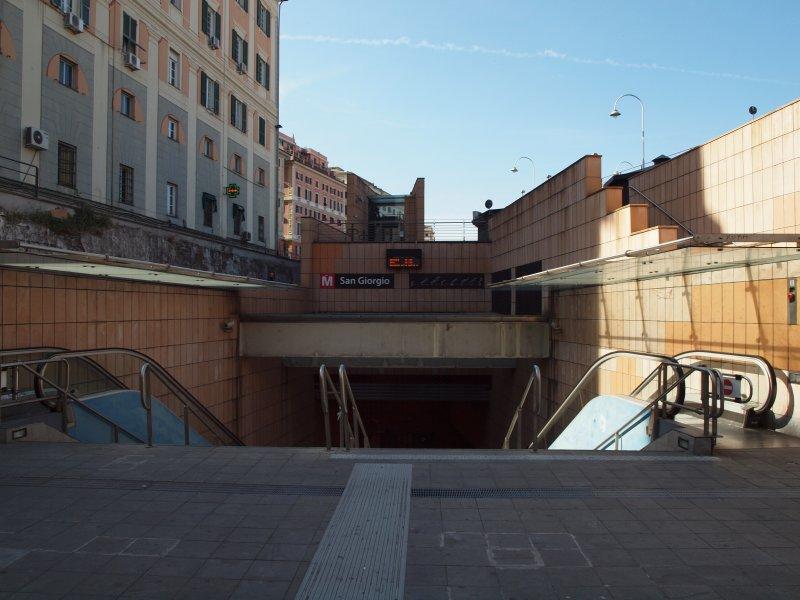 estação de metro St. George, a 50 metros da casa, acessível a partir de ambas as estações ferroviárias